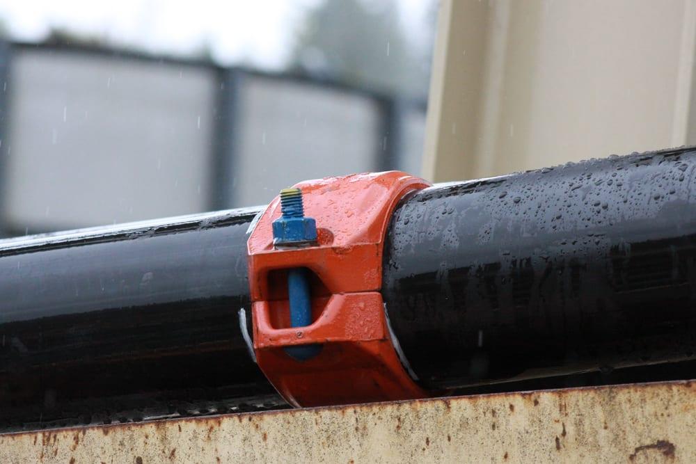 Ngoài nối ống, bạn cần quan tâm đến việc lắp phòng bơm và công tắc dòng chảy