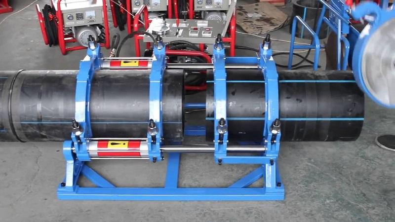 Ống được giữ cố định ở gá kẹp, đảm bảo không bị xê dịch trong quá trình hàn